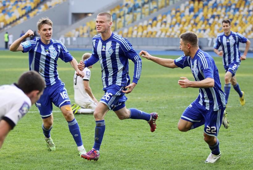 Никита Бурда празднует свой первый гол в составе Динамо