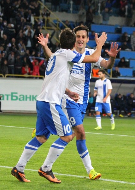 Днепр - Черноморец 2:0.